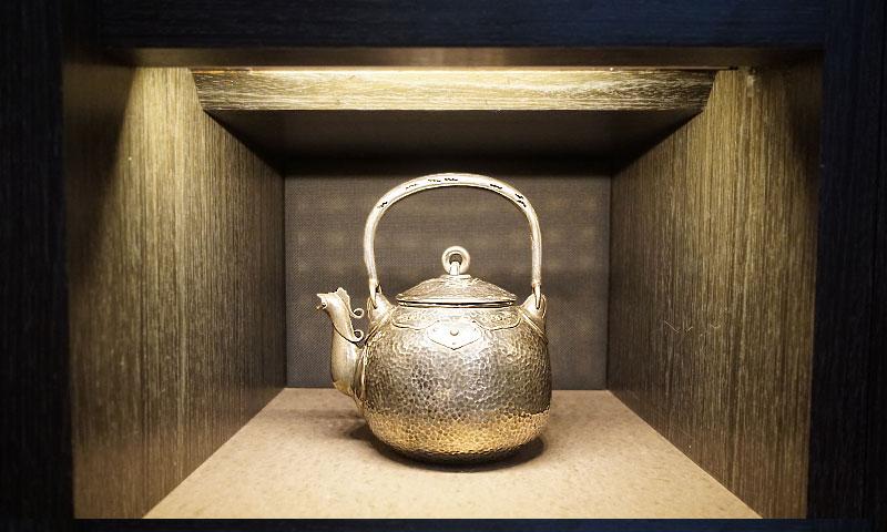 寶珠形鳳凰口雕銀壺