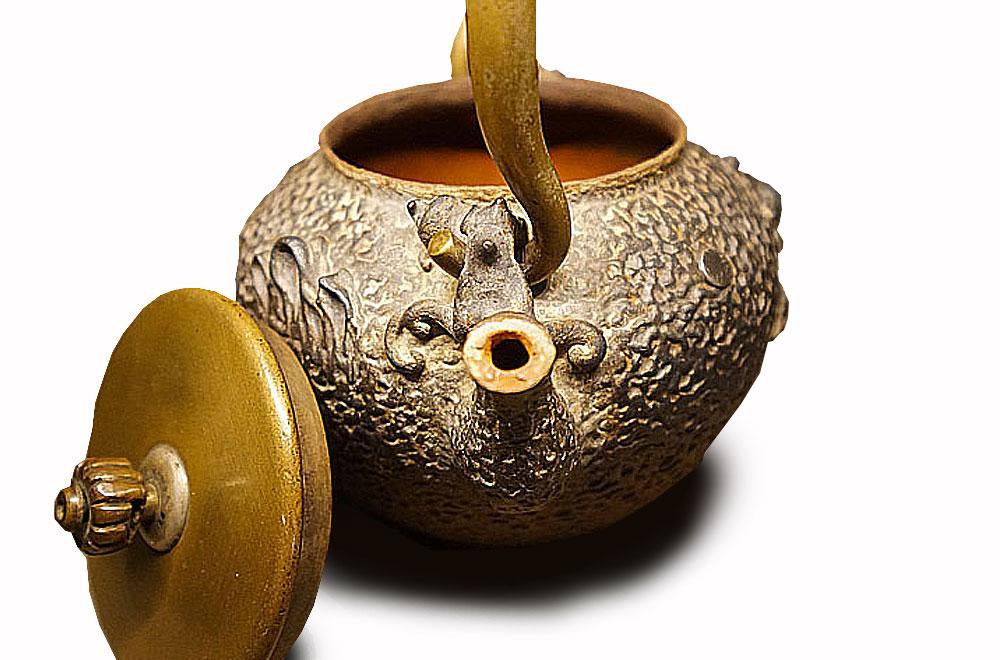 波多野正平體制‧龜文堂舟亭嵌銀波千鳥紋飾小鐵壺
