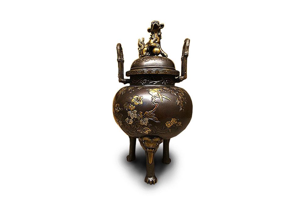 一見古美術生活 ‧ 難得一見 【日本高岡鑄物名家‧大峰造‧狻猊蓋蠟型鑄銅三足香爐】