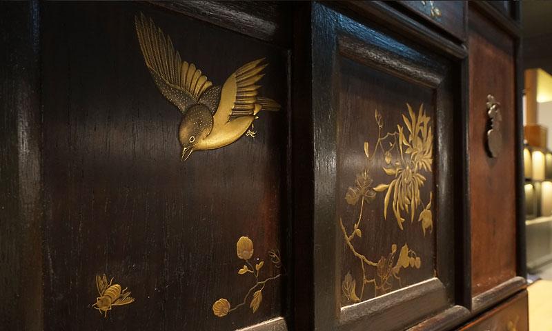 花鳥金蒔繪螺鈿酸枝茶簞笥
