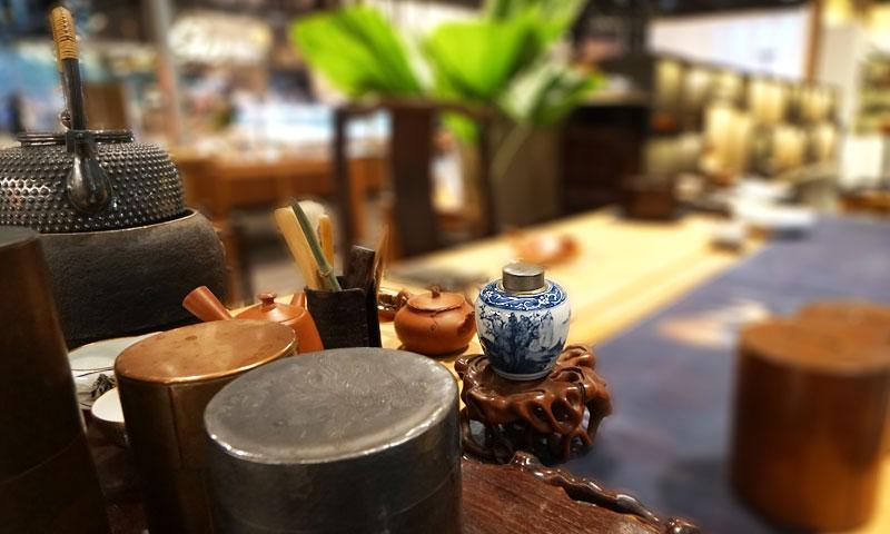 大明成化年製‧柳樹山水明成化青花製錫口茶倉